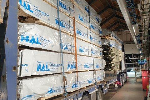 26 TONN: Hengeren var lastet med 26 tonn da traileren ble stanset.