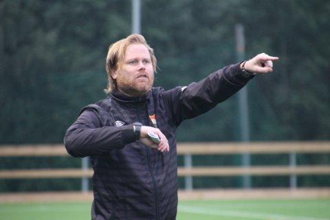 SIF-trener Kenneth Wold var både lettet og glad etter sesongens første trepoenger. Foto: Simon Kolstad Claussen