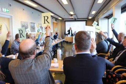 Det nye kommunestyret i Alstahaug fikk sine første utfordringer i dag onsdag.