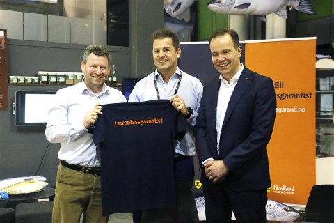 AVTALE: Prosjektleder Frode Vikhals Fagermo (i midten) sammen med Kristian Johnsen (til høyre) og Tomas Norvoll.