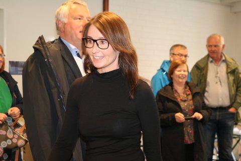 Enhetsdirektør ved Helgelandssykehuset Sandnessjøen, Rachel Berg, ga en orientering om utfordringene for pasientene på kysten.