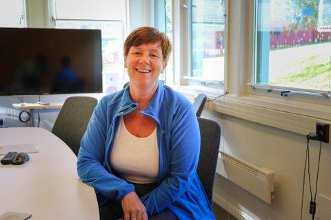 KAN SMILE: Ingvill Dahl i Distriktssenteret i Alstahaug gleder seg over at man nærmer seg en avtale om felles kontorlokaler for syv aktører i Sandnessjøen. Her er hun avbildet ved en tidligere anledning.