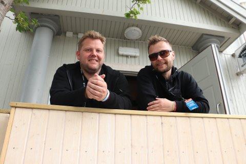 Harald Carlsen (t.v.), Raymond Værnes og makker Morten Rudi Johansen (ikke på bildet), fornøyd med årets festival. Vi ble faktisk fri for sprit på fredag, men det ordnet seg.