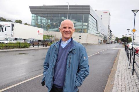Fungerende prost Gunnar Masvie, inviterer til støtteaksjon for moskeen i Sandnessjøen kommende fredag. - Uansett tro, så må alle få føle trygghet i bønn, sier han.