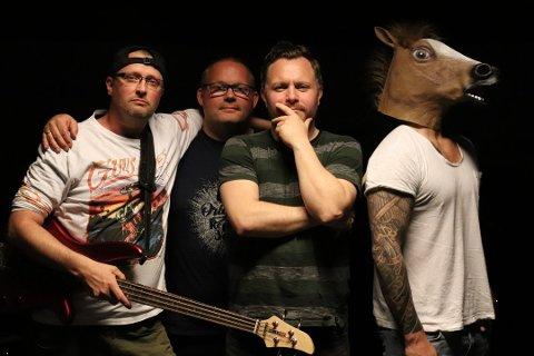 ALCOS ANAL: Jim-Helge Johannessen, Tom Rune Værnes, John André Selnes og Arne Johansen med maske utgjør den lokale kvartetten.