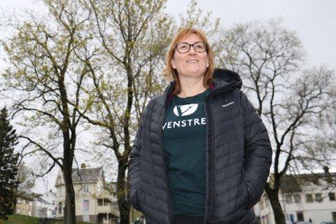 Leder for Alstahaug Venstre, Hanne Nora Nilssen, er svært kritisk til at Aqua Rock Company nå forsøker å fjerne en klausul, som da vil gi selskapet ubegrenset tillatelse til å hente ut masser på strendene i Sandnessjøen.