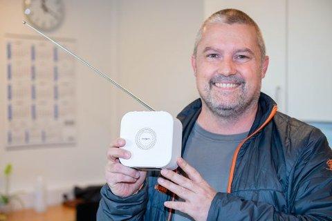 GAVE: Ronny Øverli overraskte Helgelandssykehuset med gaver.
