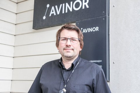 Lufthavnsjef for Stokka og Kjærstad, Børge Larsen, avviser at de ikke har fokus på smittevern i forhold til koronasmitte slik det kunne komme fram i en rapport fra koronateamet i Alstahaug. -Vi ivaretar både kundenes beste, og ikke minst også smittesituasjonen rundt våre ansatte, sier han til iSandnessjøen.