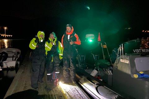 To passasjerer fikk være med fra Levang til Nesna under stjerneklar himmel torsdag morgen. Skipper er Kristian Sivertsen.