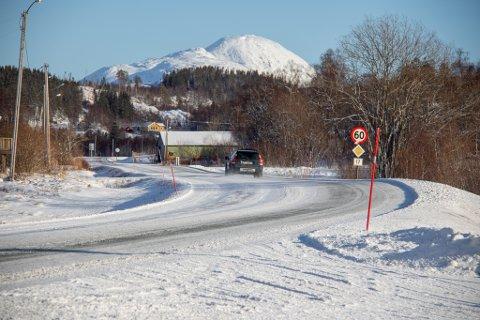 SLETTAN: Fra Leland og bortover Fv17 til Slettan ønsker Leirfjord kommune å bygge gang- og sykkelvei for å trygge myke trafikanter.