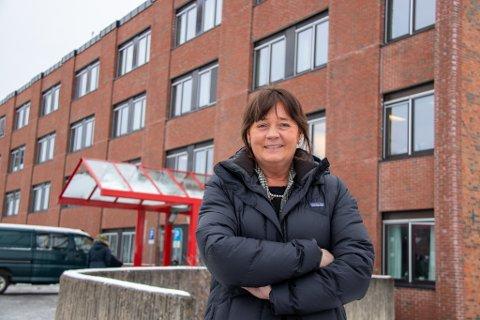 SJEF: Administrerende direktør i Helse Nord RHF, Cecilie Daae. Her utenfor sykehuset i Sandnessjøen.