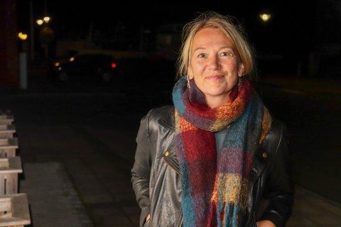 VARAORDFØRER: Hanne Benedikte Wiig (R) takker innbyggerne i Alstahaug sammen med ordfører Peter Talseth (Sp)