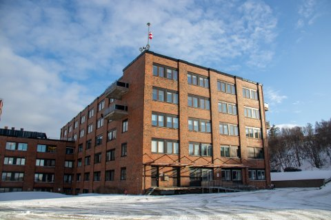 INNLAGT: Helgelandssykehuset har fått sin første pasient med påvist smitte av covid-19. Pasienten er innlagt ved sykehuset i Sandnessjøen.
