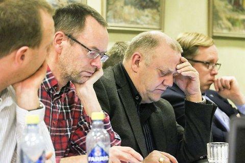 Magne Steinholt (Ap) og Knut Nilsen (By og Land) var tidligere medlem av samme parti før Nilsen (t.v) trakk seg ut av Arbeiderpartiet etter uenigheter. Onsdag delte de bekymringer om å flytte makta i Alstahaug fra kommunestyret til formannskapet.