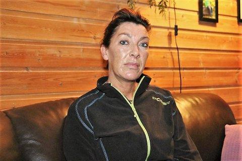 May-Liss Olaussen fortvilte over at Alstahaug kommune forsøker å flytte hennes mor for niende gang.