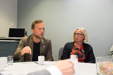 KONTROLL: Audun Lysbakken og Marit Arnstad lovet før det avgjørende styremøte å ta en eventuell nedleggelse av Nesna til Stortinget. Ett år senere varsler Lysbakken at SV vil ta saken til kontrollkomiteen.
