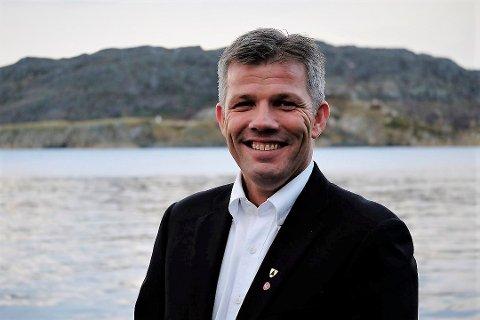 Nestleder i Arbeiderpartiet, Bjørnar Skjæran, sier at de tillitsvalgte hos Aker Solutions har vært svært viktig i prosessen for kravene som skal stilles til oljeselskapene med tanke på den nye oljeskatten. - Vi tror at tiltakspakkene vil redde arbeidsplasser både i Sandnessjøen og regionalt, sier han til iSandnesjøen.