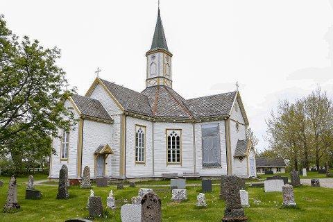 ÅPNES IGJEN: Nå kan blant annet Helgelandsbruden i Sandnessjøen benyttes igjen til begravelser og gudstjenester etter å ha vært korona-stengt.