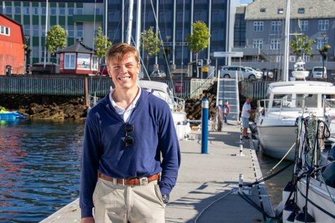 NY HAVNEVERT: Bendik Julius Flatøy (16) skal ta i mot båtturister i sommer, og spår rekordhøyt besøk til Sandnessjøen og Helgelandskysten.