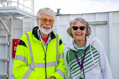 GLADE ØSTFOLDINGER: Odd Arne Saltbones og kona Åse Bøe Saltbones trives godt på Helgeland, og under overfarten fra Forvik til Stokkasjøen.