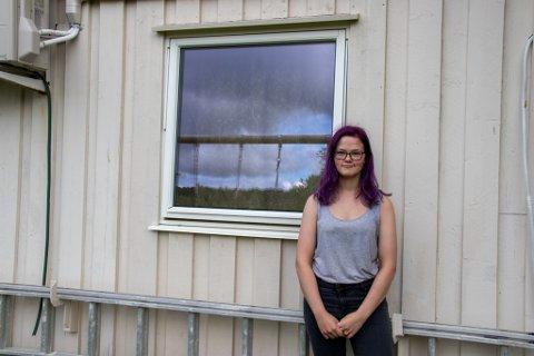 DYR LÆREPENGE: Mia-Dyveke Sandstrak fra Mosjøen angrer på at vinduet sto på gløtt slik at kornsnoken Chesster klarte å rømme.