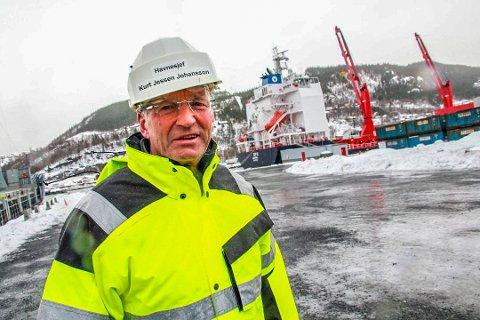 HAVNEDIREKTØR: Kurt Jessen Johansson skal gå av med pensjon i løpet av høsten/våren etter å ha vært havnesjef i en årrekke. Her avbildet på kaien i Mosjøen i 2019 i forbindelse med bygging av landstrømanlegg.