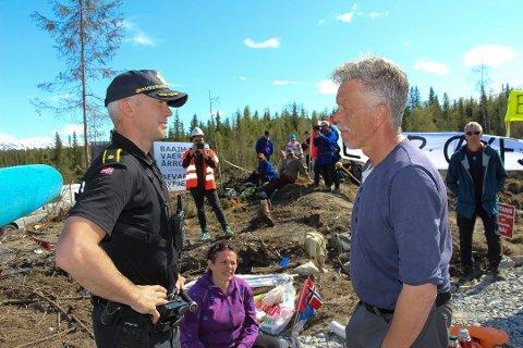 Torbjørn Lindseth i Motvind var i helga i Mosjøen for å demonstrere mot den pågående vindkraftutbyggingen på Øyfjellet. Bildet er tatt ved en annen andledning.