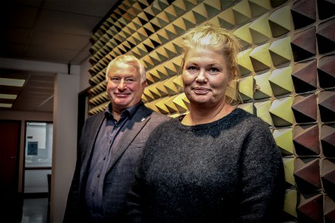 Ordfører i Alstahaug Peter Talseth og kommuneoverlege Kirsten Toft er sterkt kritisk til at ledelsen i Helgelandssykehuset ikke kommenterer tarmkkreftkirurgi-saken.  - Dette er en omdømmemessig katastrofe, sier de.