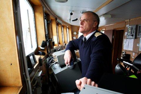 Eivind Nersund fra Sundøya fikk en uvanlig fangst i helga. Bildet ble tatt i 2011 da han takket av etter 40 år som skipper. Arkivfoto: Stine Skipnes