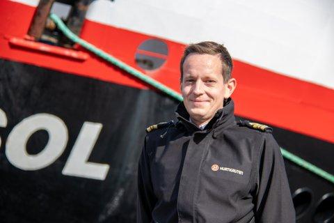 FØRSTEREIS: Egil Grov Nilssen er førstestyrmann og sikkerhetsoffiser på MS Midnatsol, skipet med plass til flest passasjerer i Hurtigrutens flåte med 970 gjester om bord.