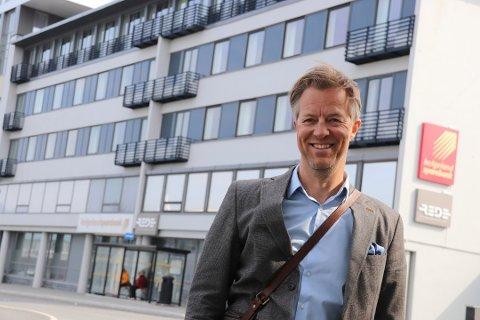 Hotelldirektør Stian Guttormsen ved Scandic Syv Søstre forteller at situasjonen i reiselivsbransjen er krevende.