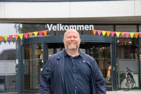 Senterleder for Amfi Skansen i Sandnessjøen skryter av innbyggerne både i Alstahaug og nabokommunene for å støtte opp om butikkene.