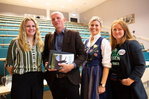 KONFERANSE: Torsdag 18. mars holdes den femte utdanningspolitiske konferansen på Nesna. En av foredragsholderne er Gunnar Yttri. f.v. Ingvild Sivertsen, Gunnar Yttri, Lillian Mehus og Catrine Hole