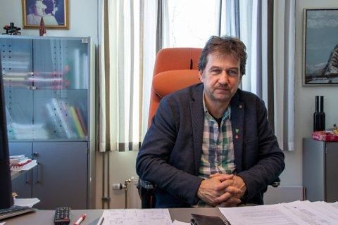 Ordfører i Leirfjord Ivan Haugland beklager at Truls Gripheim har sagt opp sin stilling som virksomhetsleder for omsorg i Leirfjord. Bakgrunnen er et overfylt sykehjem.