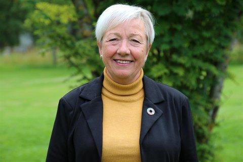 STØTTE OPP: Fylkesråd for kultur, klima og miljø, Kristin Saxi har blant annet valgt å gi pengestøtte til Dønna Frivilligsentral og Bindalseidet Sanitetsforening.