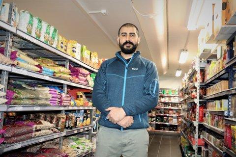 Murat Dogan startet opp Sandnessjøen Dagligvarer, og 12. april åpnet han dørene. - Her får man tak i det meste innenfor asiatisk mat, smiler han.