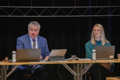 LEDELSE: Alstahaug-ordfører Peter Talseth og varaordfører Hanne Benedikte Wiig. Her fotografert ved en tidligere anledning.