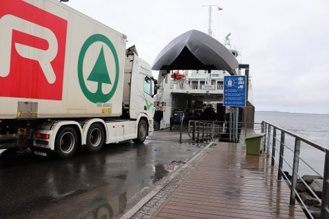 Sommertrafikken i 2020 tok  Nordland fylkeskommune på senga. I år har de økt frekvens og kapasitet på flere ferjeanløp på Helgeland slik at både turister og fastboende  skal kunne reisen mellom anløpene som tilnærmet normalt.