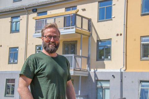 PUSSER OPP: Arne Henry Sørra er daglig leder i Søsterhjemmet Bolig AS, som for tiden pusser opp Søsterhjemmet i Sandnessjøen.