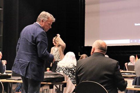BLE NEDSTEMT: Arne Langseth (.v.) og Knut Nilsen i By og Land leverte torsdag et forslag til uttalelse som de håper vil kunne ta ned konfliktnivået i sykehussaken på hele Helgeland. Uttalelsen fikk ikke flertall, men du kan lese den her hos iSandnessjøen.