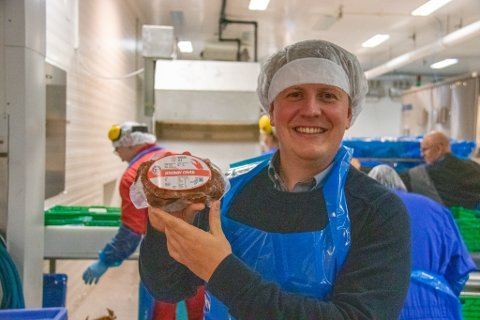 KRABBEKONGE: Fredrik Nordøy er daglig leder i Pristine AS på Leines, samt eksportselskapet Nordøy Sea AS. Nå satser de på krabbe i større grad enn tidligere.