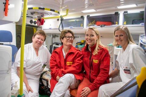 I BEREDSKAP: Jordmødrene Gørild Igelbu, Sølvi Hestnes, Maria Elvetun og Cathrine Remmen har i forrige uke trent på ulike fødselsscenarioer i ambulansebil.