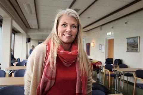 Kommuneoverlege i Alstahaug, Kirsten Toft, sier at kommunen har 90 ledige vaksinedoser til torsdagens vaksinering, og ber folk født i 2003 og eldre.
