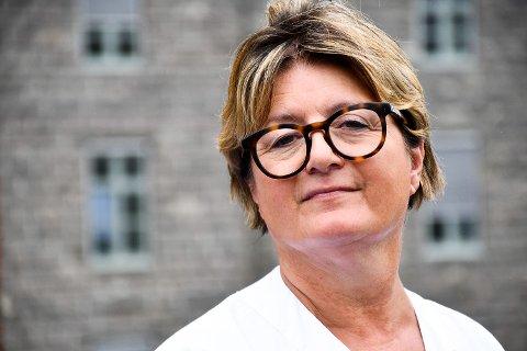 TRYGT TILBUD: Avdelingsleder og jordmor ved Helgelandssykehuset i Sandnessjøen, Sølvi Hestnes er skråsikker på tilbudet som gis til kommende mødre på Helgeland. Tidsbruk og inngrep dokumenteres for hver enkelt fødsel, for å sikre at fødende får det de har krav på.