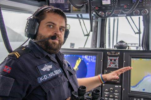 PÅ KYSTVAKT: Kim-Daniel Nilsen i Kystvakten har etter hvert fått god erfaring i å patruljere kystlinjen etter ulovlig satte garn.