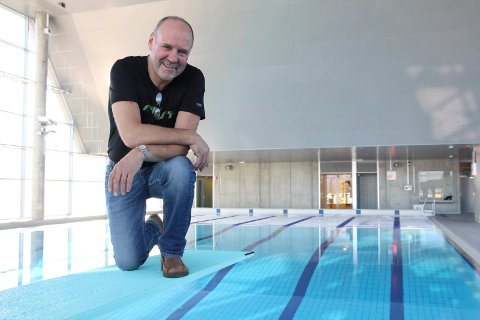 MOMSREFUSJON: Det er bassenget i Kulturbadet som er stridens kjerne når Skatteetaten og Alstahaug kommune er uenige om hvor mye momsrefusjon man har krav på. Her ved Odd Einar Lorentzen.