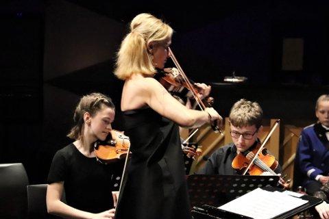 Kommende helg arrangeres det strykeseminar på Herøy, og det kommer stryker både fra Mosjøen, Sandnessjøen, Herøy og Dønna. Søndag blir det en avsluttende konsert i Herøy Skole.