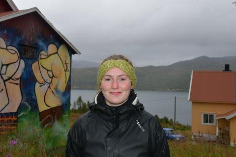 Mari Vold Hansen (21) fra Tjøtta vil lenke seg til anleggsmaskiner for å hindre at 30 tonn giftig avfall dumpes i Repparfjorden i Finnmark kommune.
