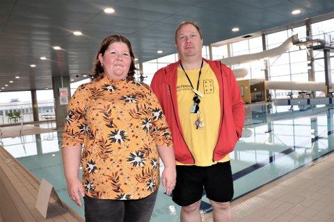 Heidi Kristin og Paul-Åke Sivesind håper at flere kan melde seg som instruktører for SILs svømmegrupper. - Det må være minst en instruktør på for hver trening, og vi har ikke nok av dem. Vi trenger flere, så ta kontakt. Vi trenger dere, sier de.