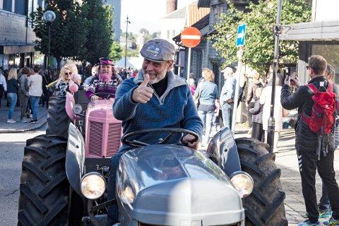 TRAKTORSJEF: Christian Stabel er klar for å legge fra seg hatten som daglig leder i Bryne næringsforening. Men han håper å få kjøre fremst i traktorparaden også i 2020.